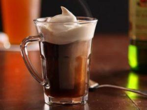 Кофе с имбирем, коньяком и взбитыми сливками