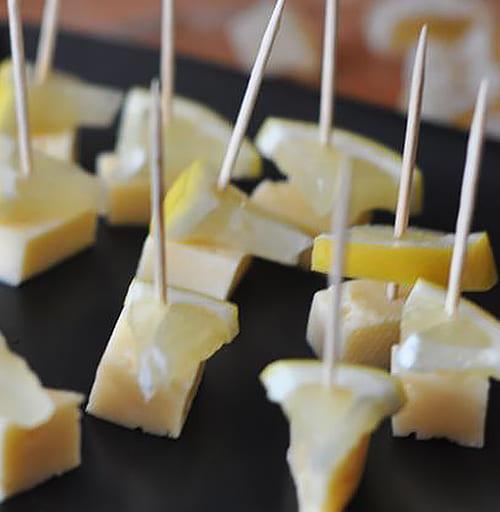 сыр и лимон на шпажках к кофе